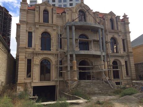 6 otaqlı ev / villa - Bakı - 1200 m²