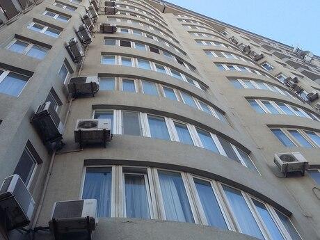 4 otaqlı yeni tikili - Səbail r. - 197 m²