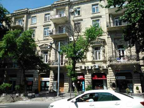 3 otaqlı köhnə tikili - Sahil m. - 105 m²
