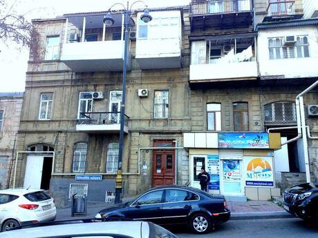 3 otaqlı köhnə tikili - İçəri Şəhər m. - 71 m²