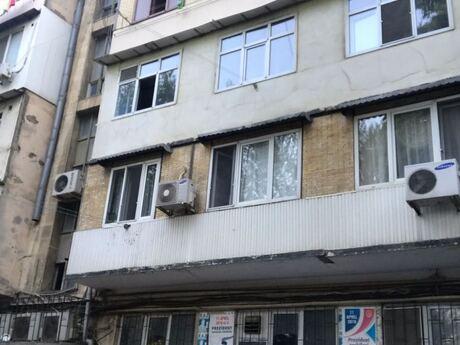 4 otaqlı köhnə tikili - 8-ci mikrorayon q. - 120 m²
