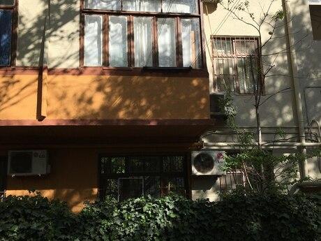 3 otaqlı köhnə tikili - Memar Əcəmi m. - 68 m²