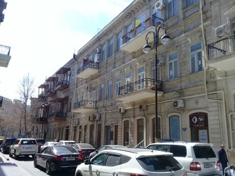3 otaqlı köhnə tikili - İçəri Şəhər m. - 103 m²