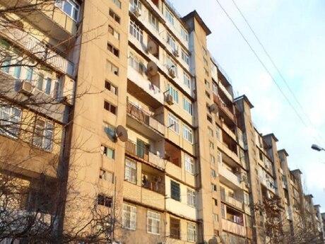 3 otaqlı köhnə tikili - Azadlıq Prospekti m. - 66 m²