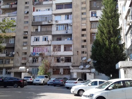 3 otaqlı köhnə tikili - 8-ci mikrorayon q. - 85 m²