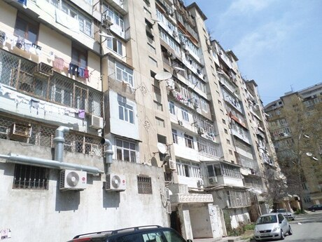 4 otaqlı köhnə tikili - Azadlıq Prospekti m. - 90 m²