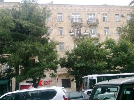 3 otaqlı köhnə tikili - Elmlər Akademiyası m. - 70 m²