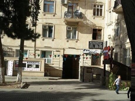 3 otaqlı köhnə tikili - Elmlər Akademiyası m. - 98 m²