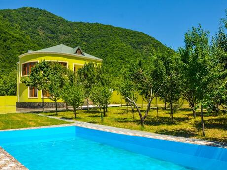 7 otaqlı ev / villa - Qax - 360 m²