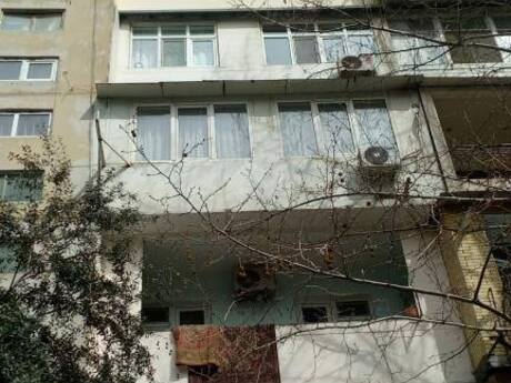 2 otaqlı köhnə tikili - Yeni Günəşli q. - 50 m²