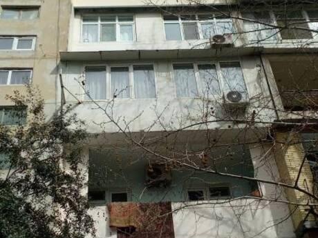 2 otaqlı köhnə tikili - Yeni Günəşli q. - 60 m²