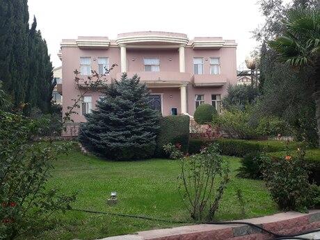 8 otaqlı ev / villa - Səbail r. - 500 m²