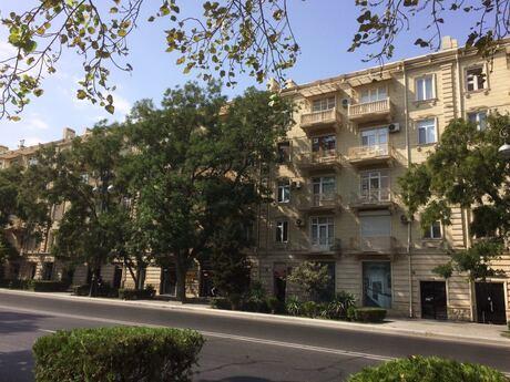 2 otaqlı köhnə tikili - Elmlər Akademiyası m. - 45 m²