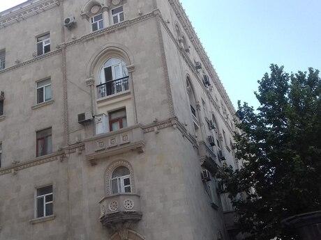 3 otaqlı köhnə tikili - İçəri Şəhər m. - 88 m²