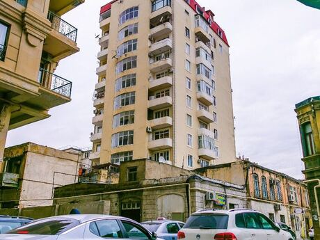 4-комн. новостройка - м. Сахиль - 165 м²