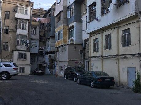 Гараж - м. Эльмляр Академиясы - 8 м²