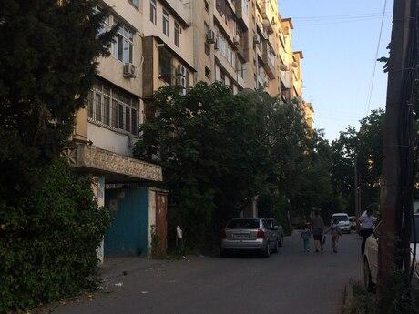 4 otaqlı köhnə tikili - İnşaatçılar m. - 105 m²