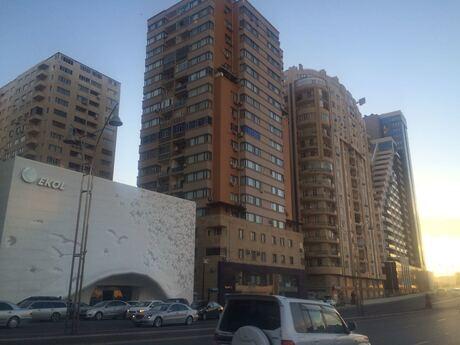 3-комн. новостройка - м. Шах Исмаил Хатаи - 136 м²