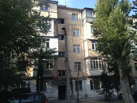 4 otaqlı köhnə tikili - Neftçilər m. - 72 m²