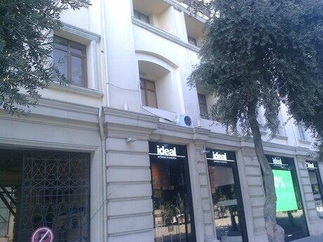 4 otaqlı köhnə tikili - İçəri Şəhər m. - 103 m²