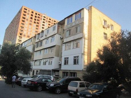 4 otaqlı köhnə tikili - İnşaatçılar m. - 150 m²