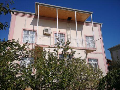 6 otaqlı ev / villa - Bakıxanov q. - 200 m²