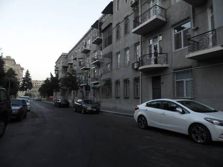 4 otaqlı köhnə tikili - İçəri Şəhər m. - 135 m²