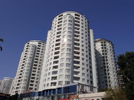 5 otaqlı yeni tikili - Nəsimi r. - 226 m²