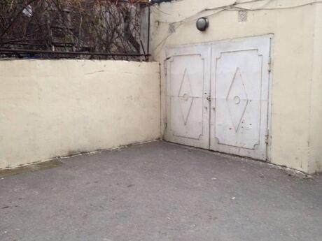 Qaraj - Nizami m. - 32 m²