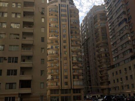 4 otaqlı yeni tikili - Şah İsmayıl Xətai m. - 178 m²