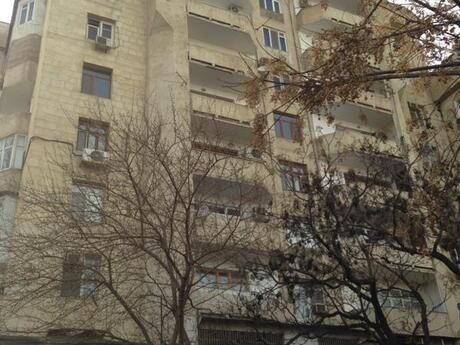 4-комн. вторичка - м. Эльмляр Академиясы - 136 м²