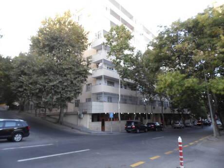 3 otaqlı köhnə tikili - İçəri Şəhər m. - 95 m²