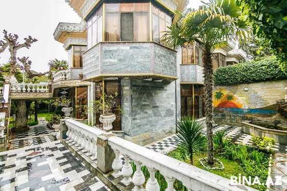 8 otaqlı ev / villa - Bakıxanov q. - 690 m² (1)