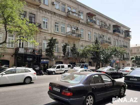 3 otaqlı köhnə tikili - 28 May m. - 72 m² (1)