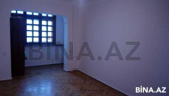 2 otaqlı köhnə tikili - İnşaatçılar m. - 50 m² (1)