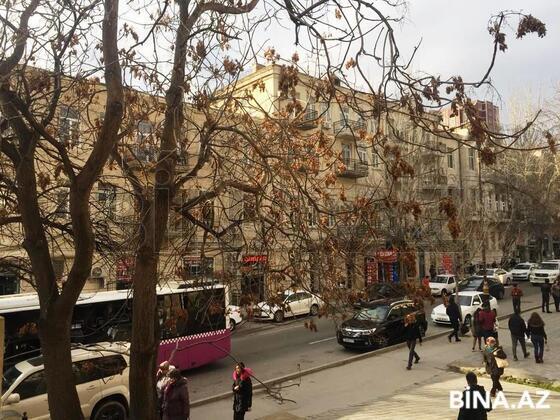 3 otaqlı köhnə tikili - 28 May m. - 69 m² (1)
