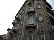 8 otaqlı ev / villa - Bakı - 1700 m²